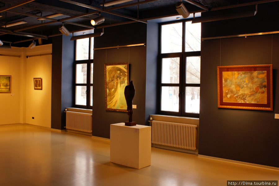 А эта композиция на подиуме стоит 200 000 рублей.