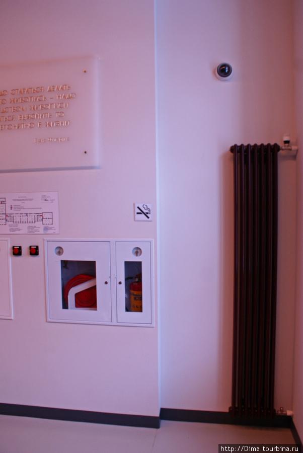 Радиаторы отопления здесь очень высокие.