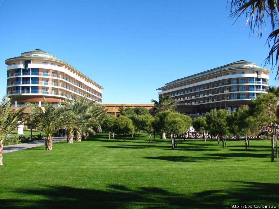 основное здание отеля состоит из двух корпусов