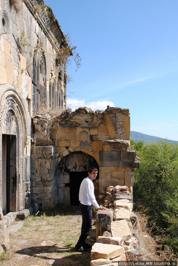 Тирская церковь около селения Монастер