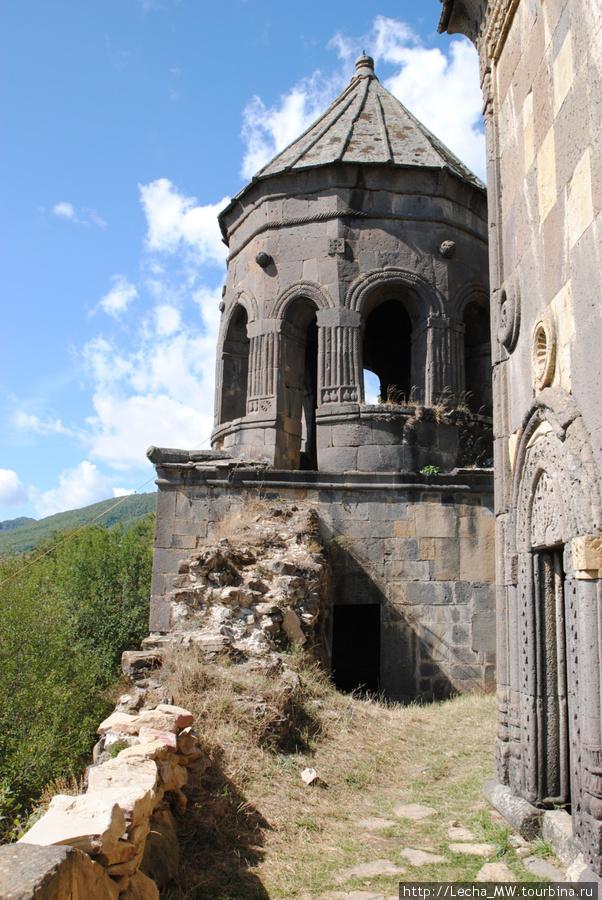 Колокольня Тирской церкви
