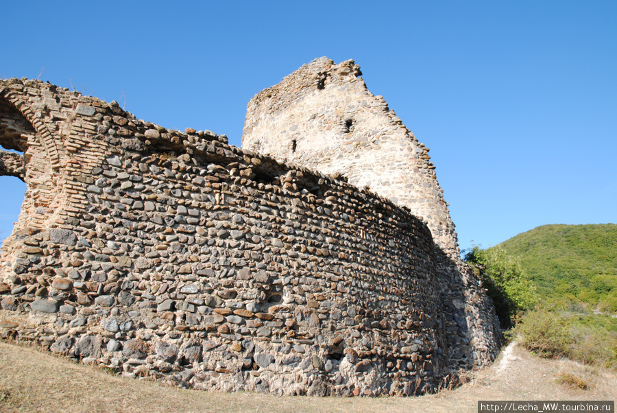 Главные ворота Дменисской крепости