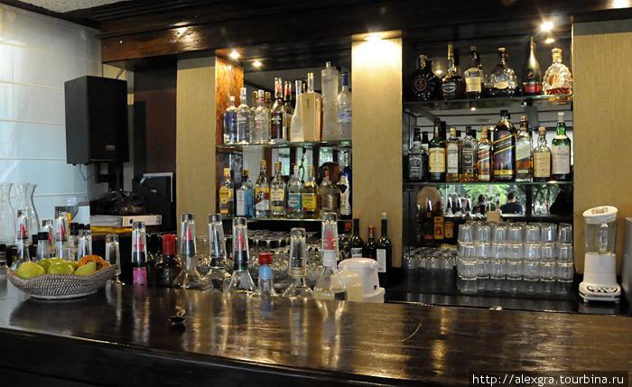 Ассортимент напитков в баре стремится к бесконечности