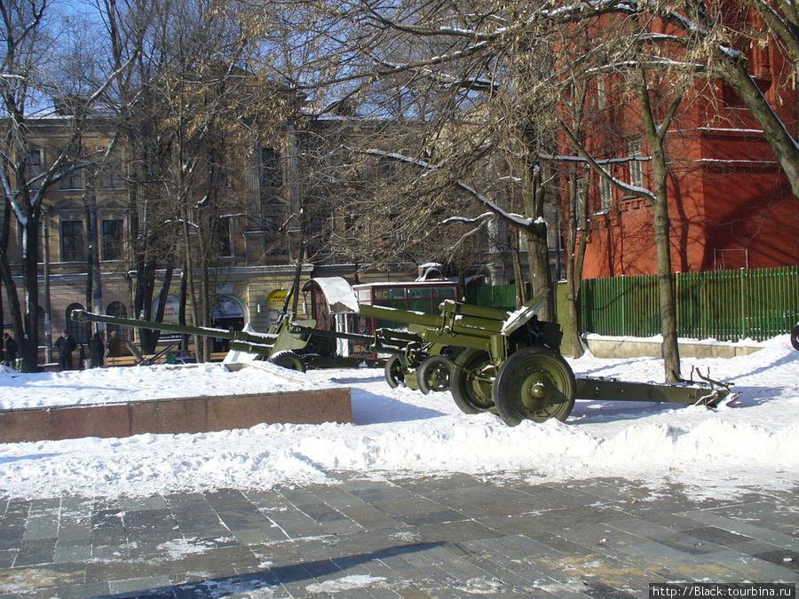 Выставка артиллерийских орудий