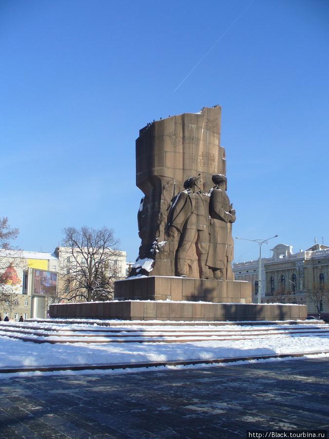 Памятник большевикам—героям гражданской войны на Советской Украине