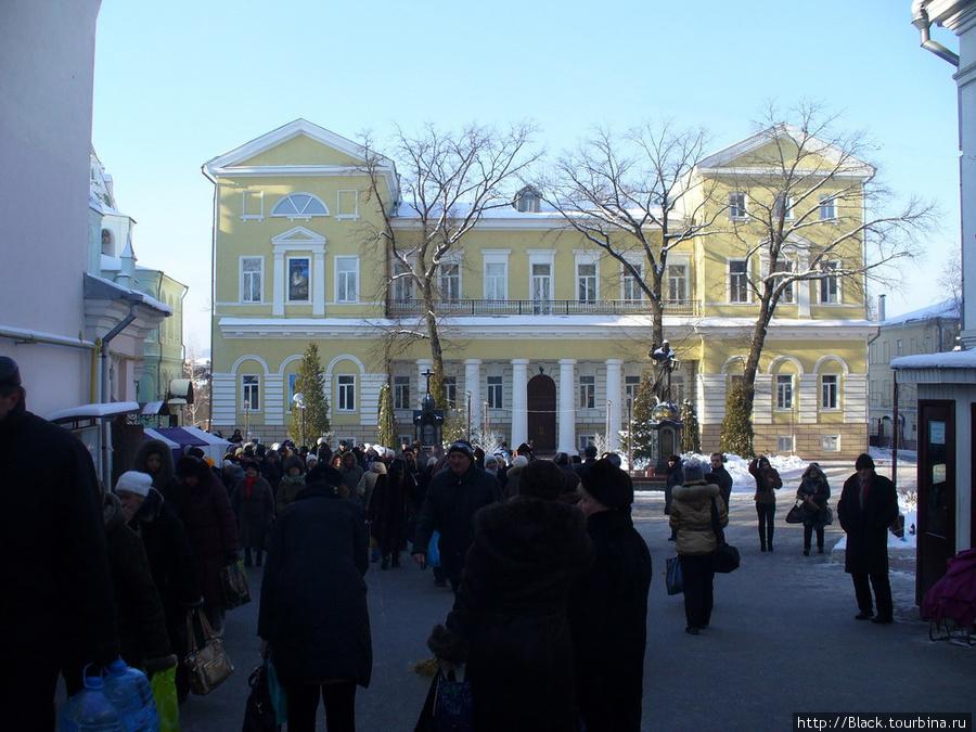 Архиерейский дом Свято-Покровского мужского монастыря