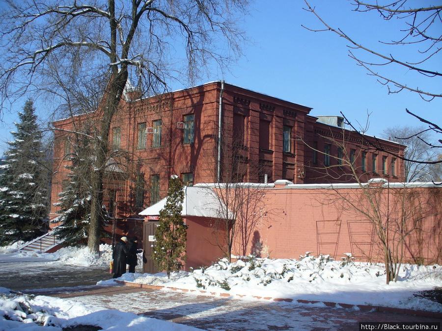 Территория Свято-Покровского мужского монастыря Покровский собор и Озерянская церковь
