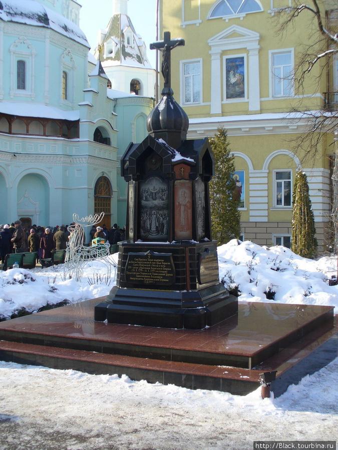Памятный знак, посвященный 200-летию Харьковской епархии