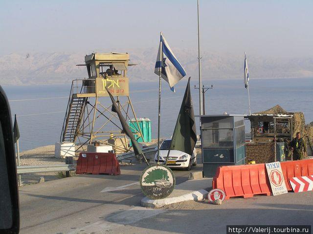 Контрольно — пропускные пункты на территории Израиля — дело обыденное.