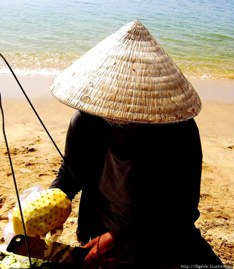 Чистка ананаса. Остров Фу Куок