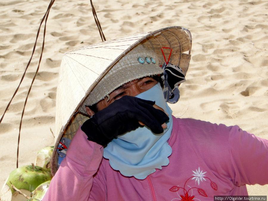 Зачастую шляпу надевают еще и на шапочку, чтобы не так пекло. Остров Фу Куок