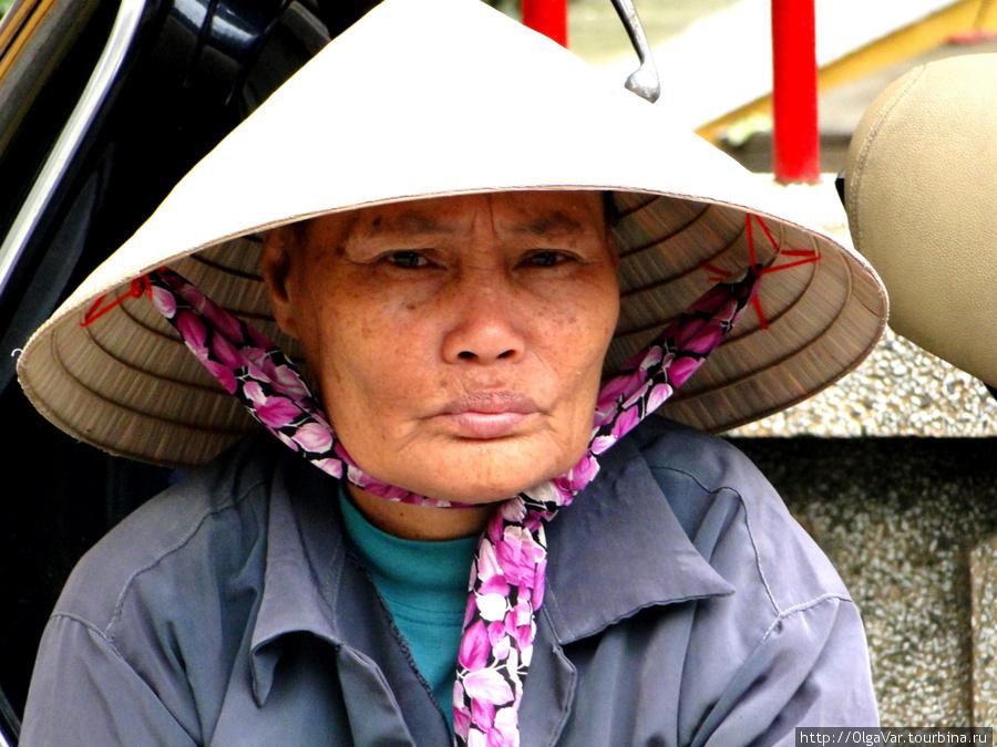 Кокетливая ленточка. В городе Хойан.