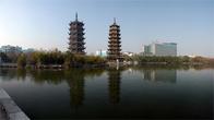 Пагоды Солнца и Луны на озере Шаньху (одно из центральных городских озёр)