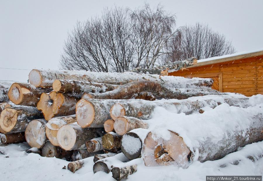 Нагорский район, это лесной край и местное население живет здесь и всегда существовало за счет промысла лесом.