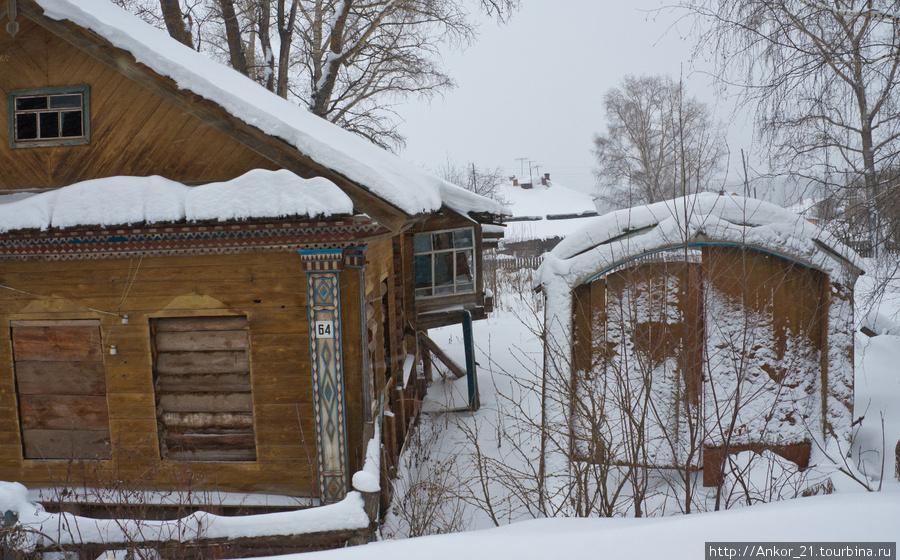 Кроме брошенных машин в Нагорске полным полно брошенных домов.