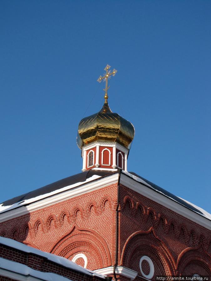 Одна из глав Казанского монастыря.