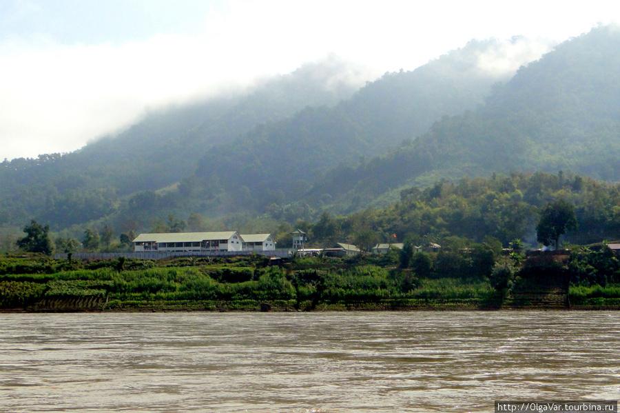 С утра на Меконге большой туман. Женская тюрьма