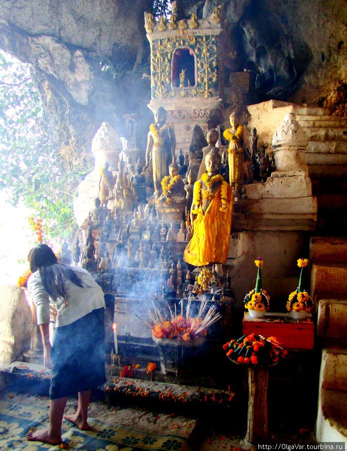 Пещеры Tham Ting – не только природный объект, но, прежде всего,  религиозный храм