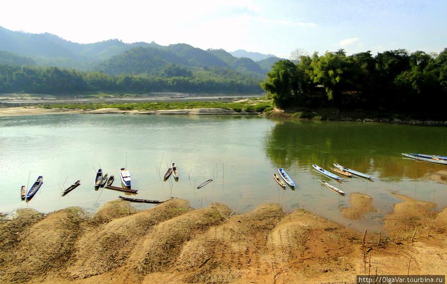 Место впадения реки Nam Ou в Меконг