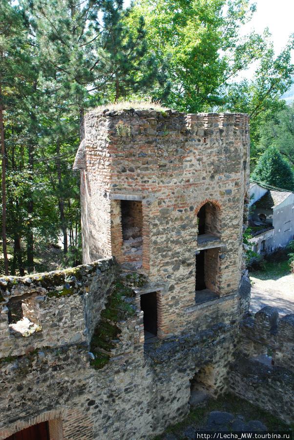 Башня над входом