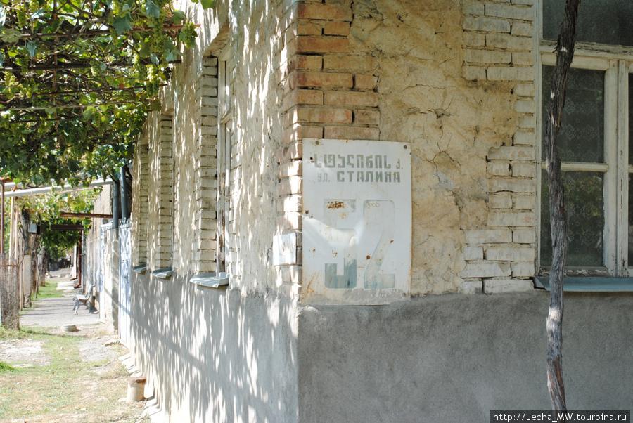 Какой город в Осетии не имеет улицы Сталина?