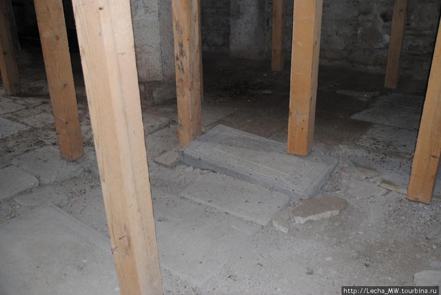 Могильные плиты князей Багратиони и Эристави
