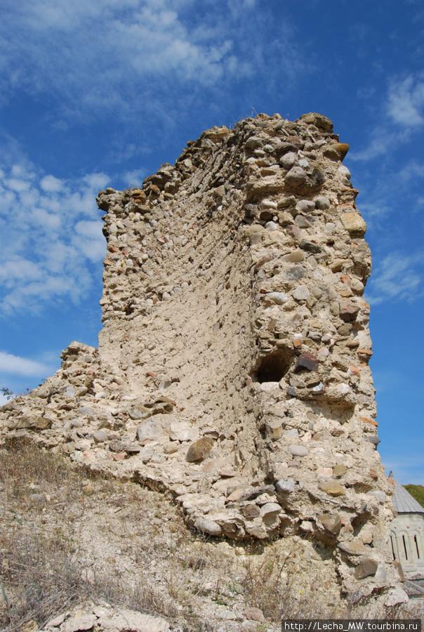 Остатки крепости ( фото Валерия Плиева)