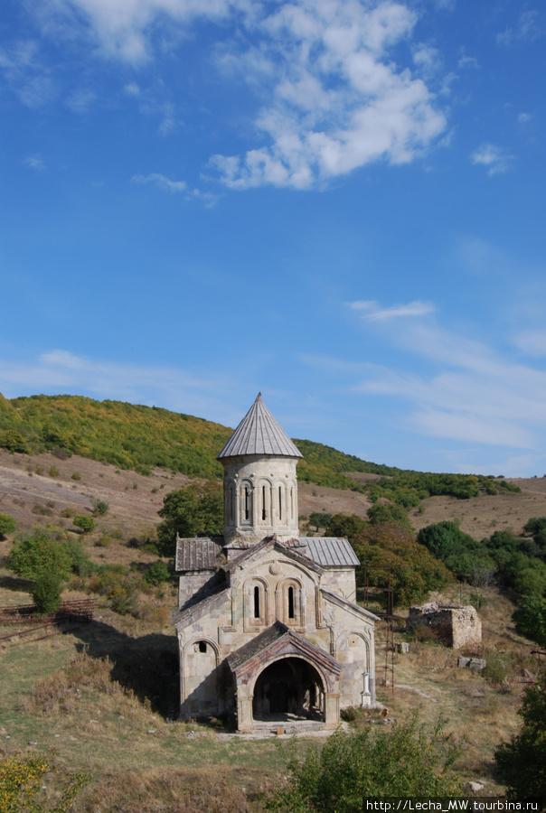Вид на монастырь Икорта с крепости( фото Валерия Плиева)