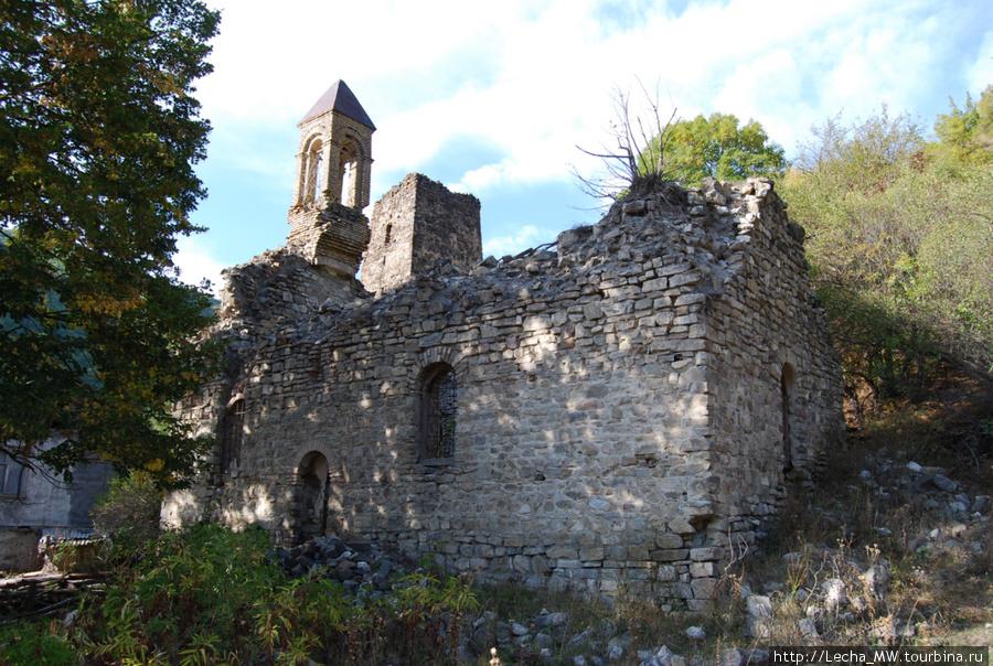 Церковь в Бикар ( фото Валерия Плиева)