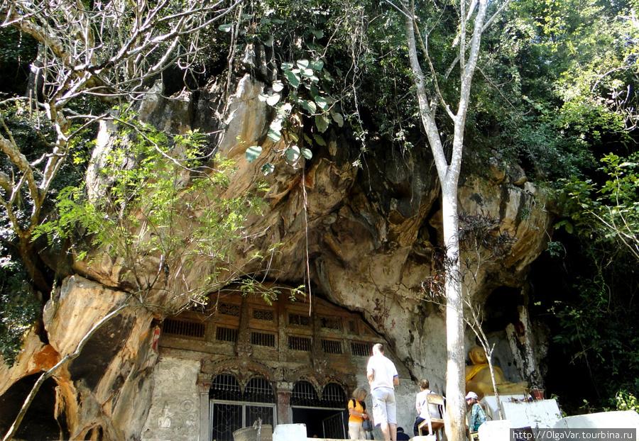 Вход в верхнюю пещеру