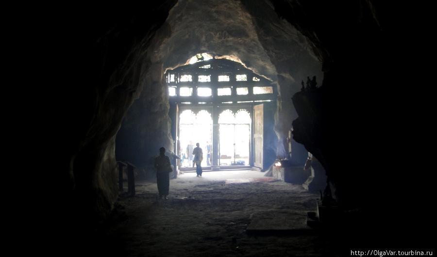 Верхняя пещера — здесь темно и страшно