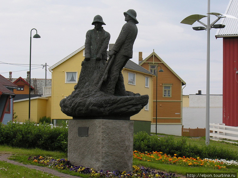 Памятник поморским рыбака