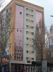 В центральной части города стандартные девятиэтажки одевают в пластик и стекло — готовятся к Евро 2012.