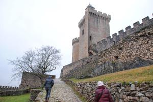 Круглая башня (донжон)15 века, квадратная 12-го столетия