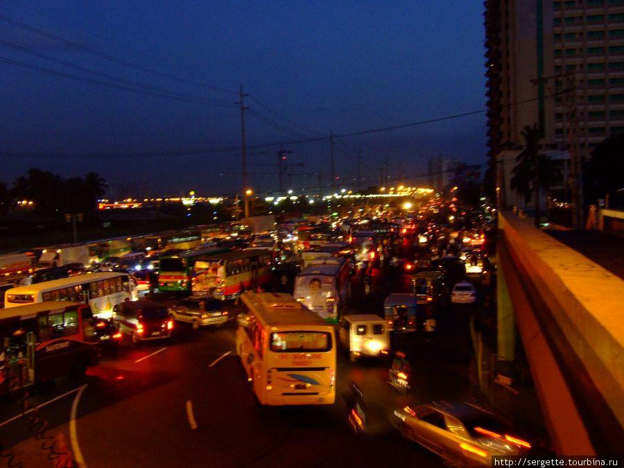 Утренние пробки на бульваре Рохас