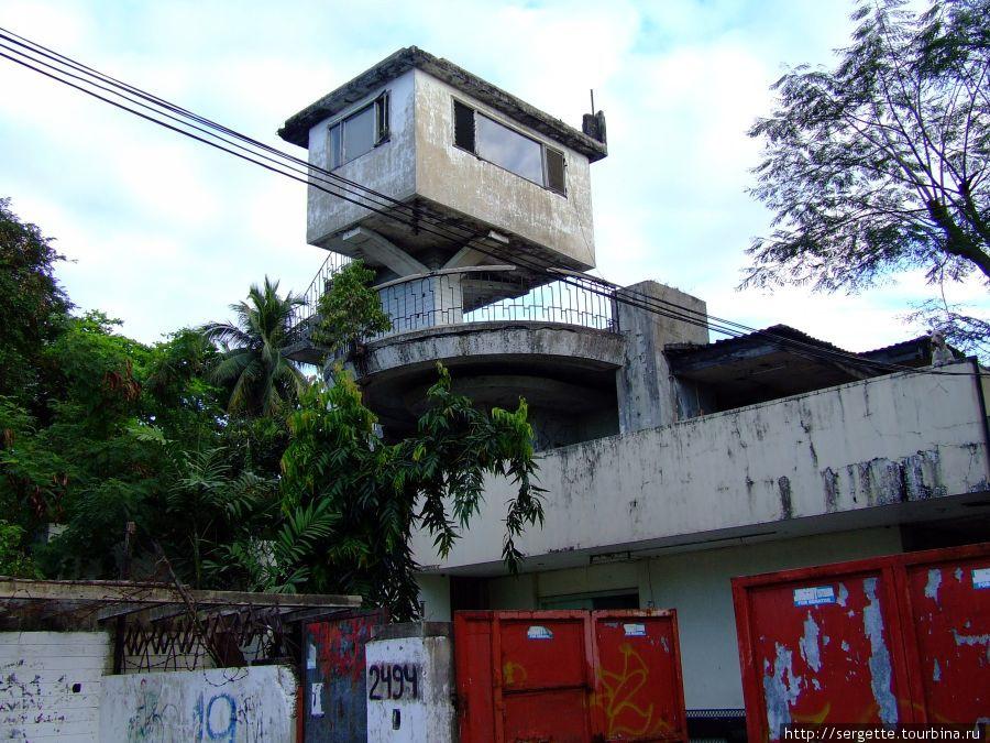 Чудаки филиппинцы сами себе машины клепают и дома как скворечники строят