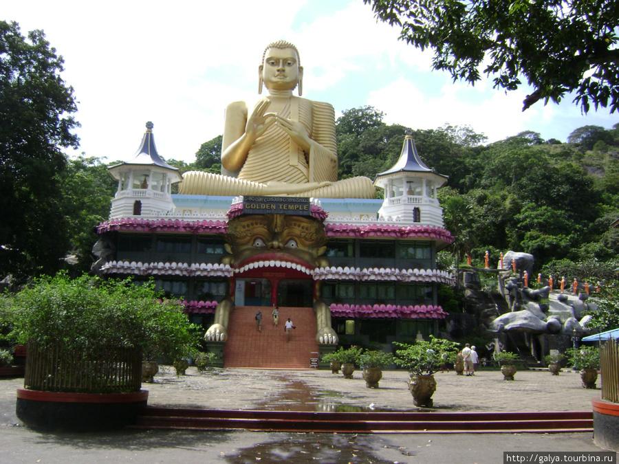 Это Будда и подножия горы