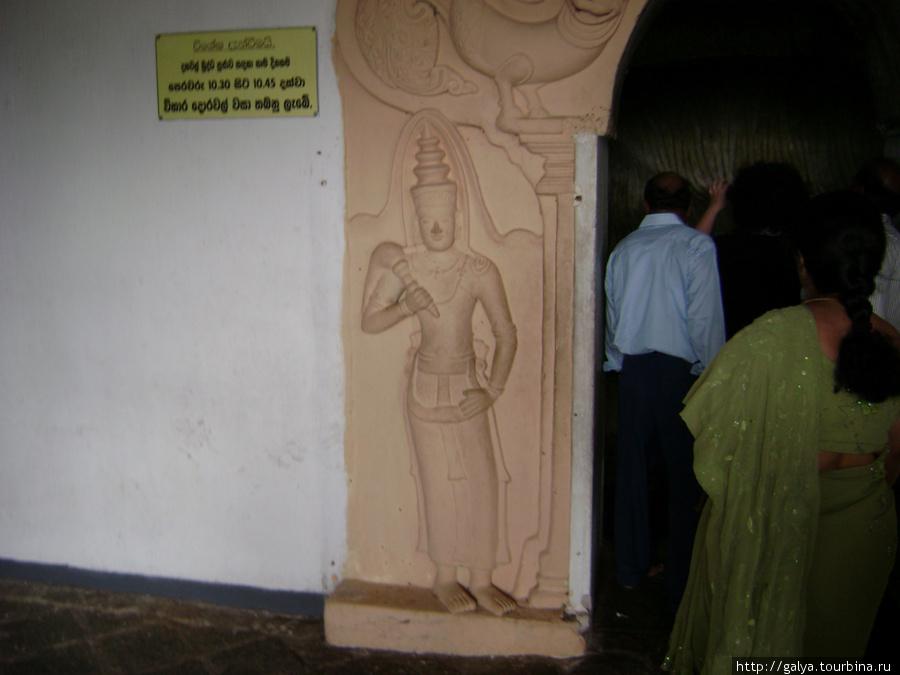 Маленький храм Вишну, он отдельно