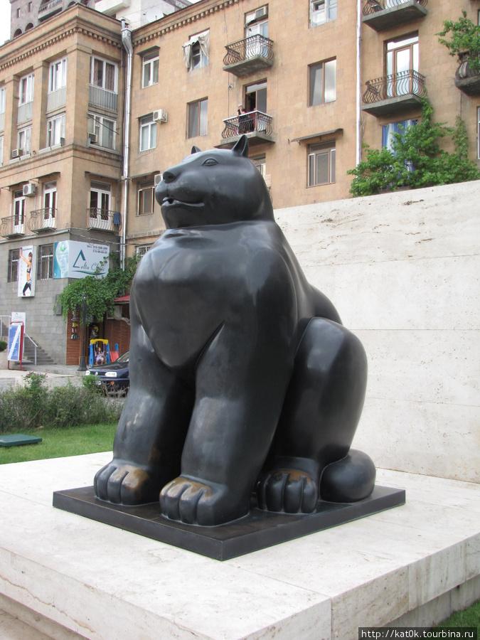Черный кот Фернандо Ботеро