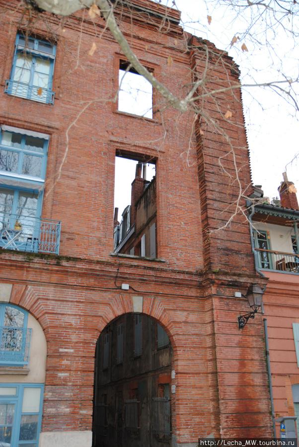 Дом на набережной Luciene Lombard