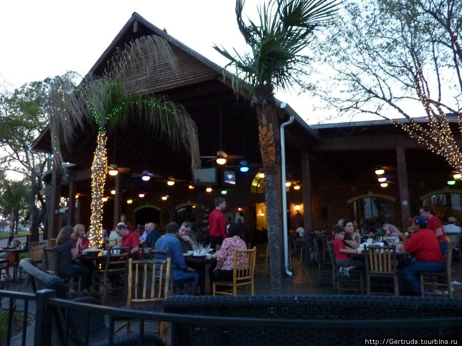 Еще одно патио с другой стороны ресторана Вида Лока.