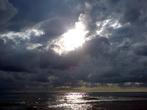 А это пляж городской — предпочитаю появляться там вечером. Особенно, когда предвидится красивый закат, потому что на этом пляже солнце садится в море (в отличии от пляжа Дикого)