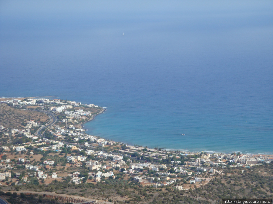 Вид на море и побережье с высоты.