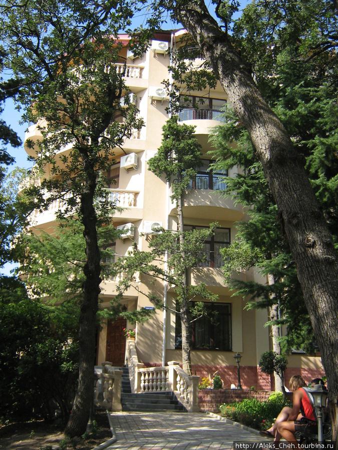 Частная гостиница в мисхорском парке