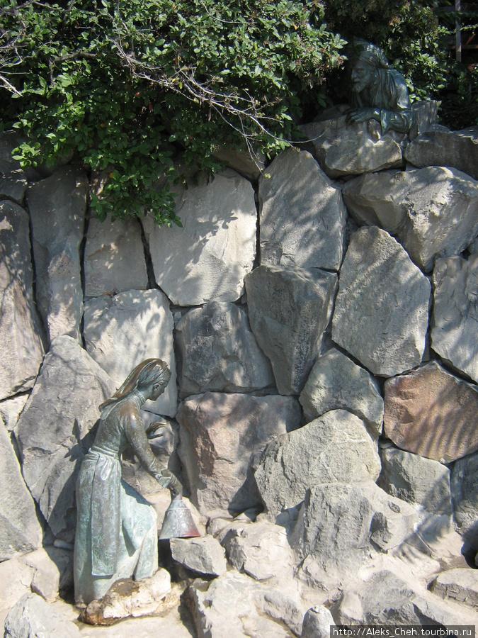 Скульптуры «Девушка Арзы и разбойник Али-Баба»