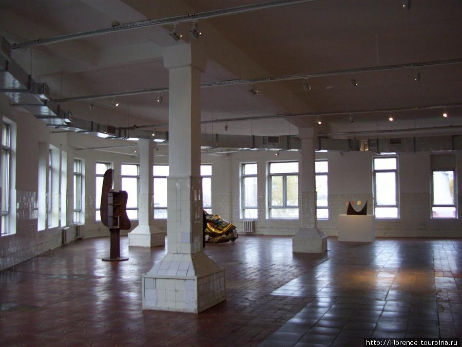 Выставочный зал в одном из цехов