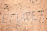 Писать ракушками и кусочками кораллов можно, а вот вывозить из страны дары моря нельзя!