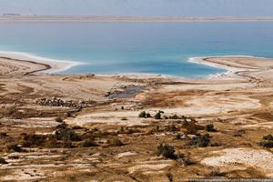 На протяжении последнего столетия природные ресурсы Мёртвого моря разрабатываются со всё нарастающей интенсивностью. Промышленная разработка минералов и использование 80 % впадающих в Мёртвое море притоков привели к резкому падению уровня грунтовых вод.