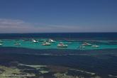На острове 20 защищенных бухт и 63 пляжа.
