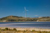 Ветер помогает выробатывать электричество для нужд островитян.